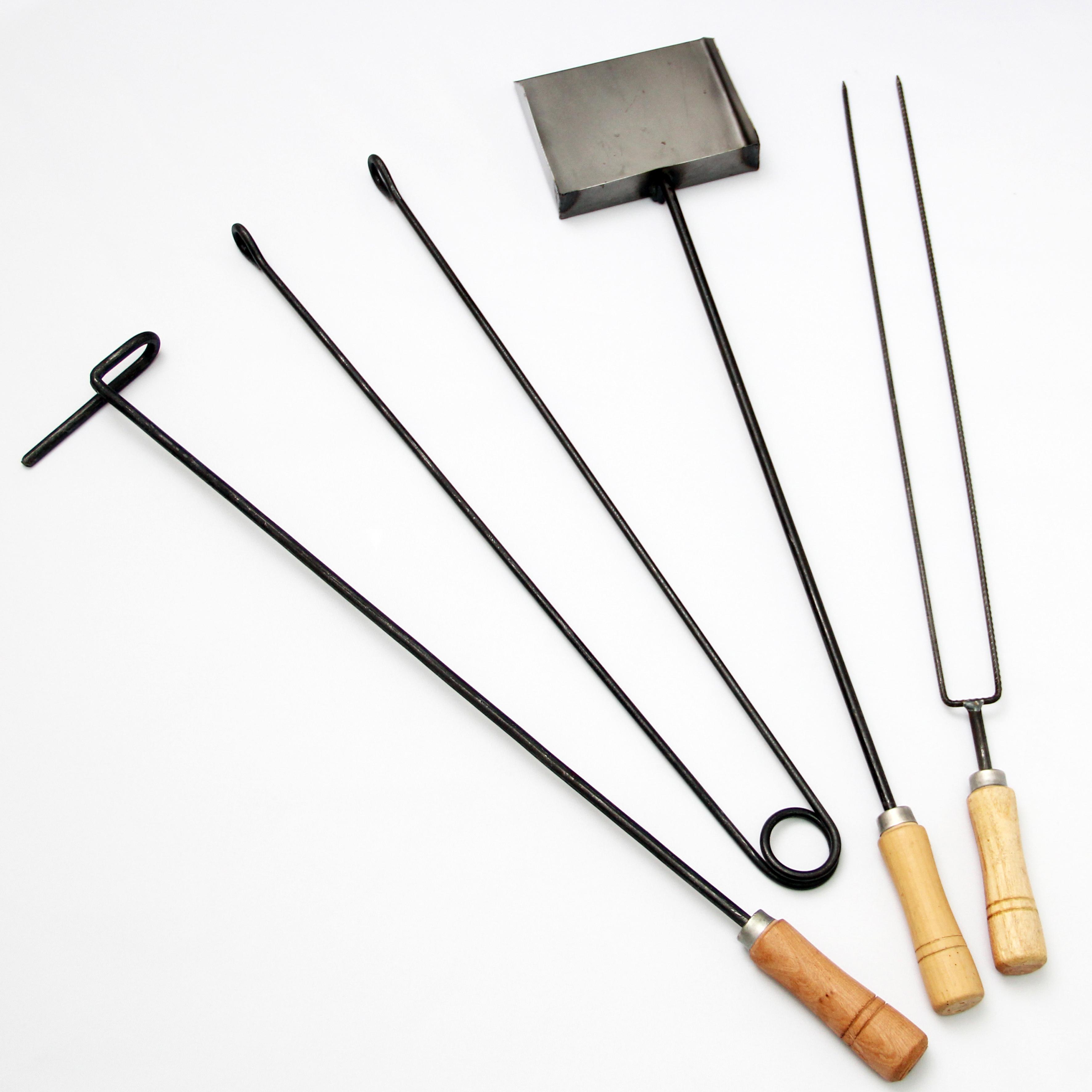 Almacén Parrillero (Regalos Y Objetos De Diseño):        Atizador, Pinza, Pala Y Pinche Chorizero
