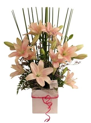 Colección De Flores (Regalos Y Objetos De Diseño):        Arreglo Floral Liliums Asiáticos