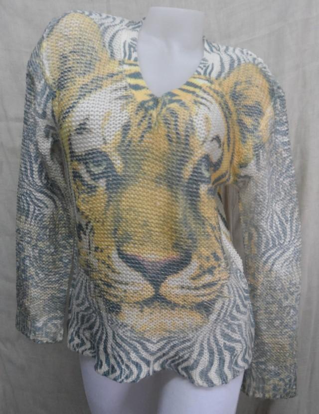 Indian Hindu (Indumentaria):        Av 356   Sweater Sublimado Cuello Redondo Y En V