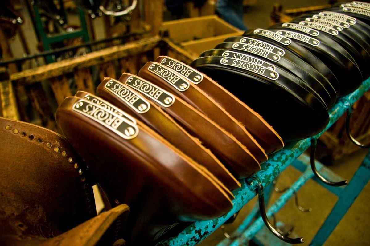Lucky Bikes (Bicicleterias):        Brooks Branded Saddles1 C894456300fa861e5ccff6ec70c9708a1402430910 Eb504cefb07a7b00cc064160e4cb280c1405979207